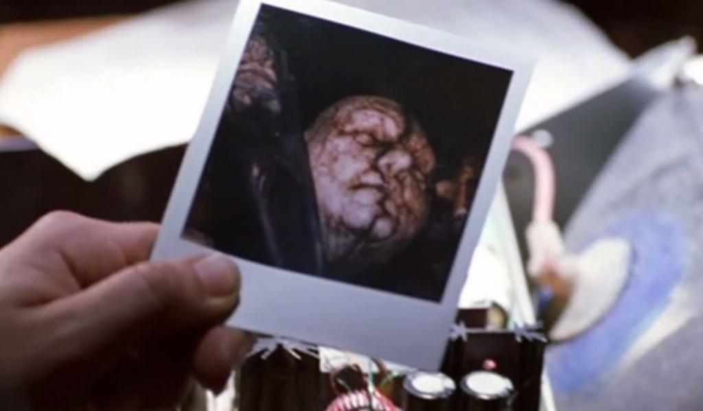 """人間に擬態する""""ユダの血統""""を撮影した写真"""