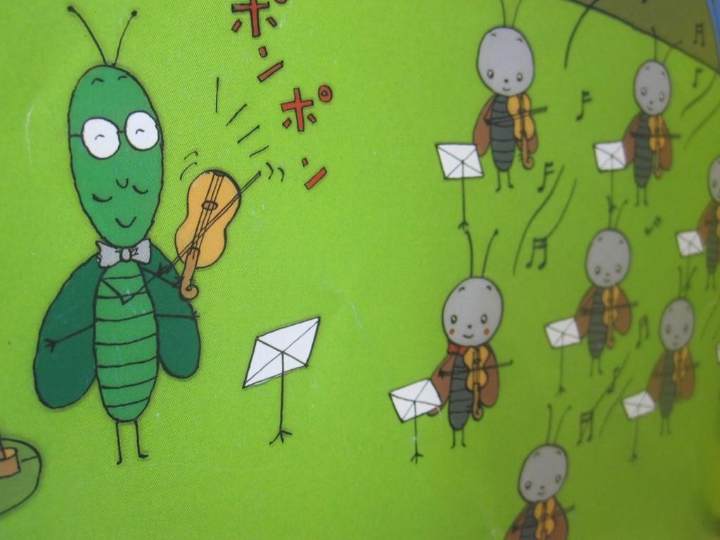 ゴキブリたちが音楽を学ぶ様子