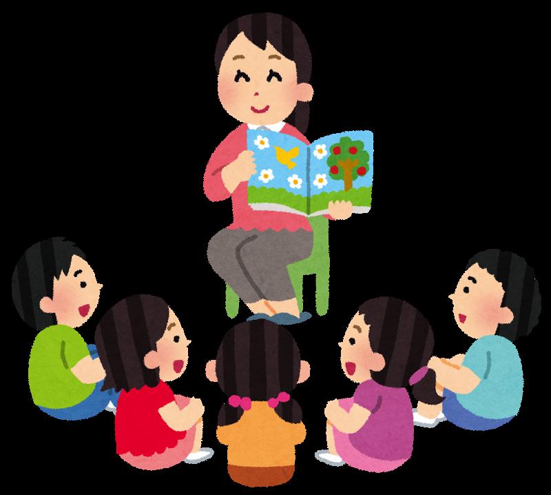 子どもたちへ絵本を読み聞かせている場面