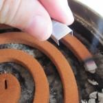 ホチキスを使った蚊取り線香の消し方!安全な上に再点火 、予約消火も可能!?