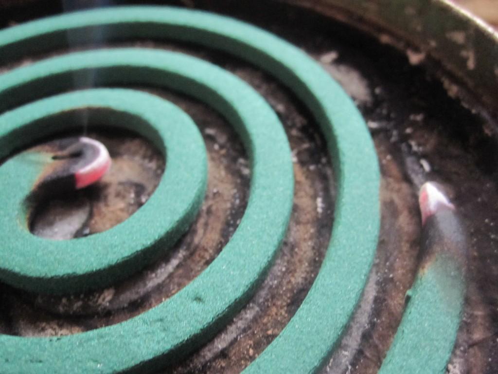 2箇所を同時に点火した蚊取り線香