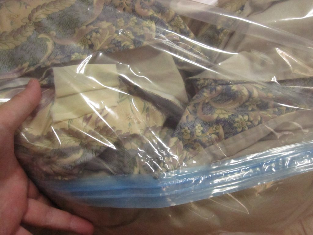 1000円以上する布団圧縮袋に入れ替える