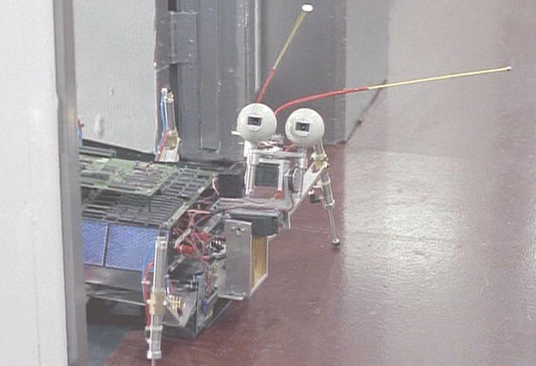 人工知能を研究する科学者の施設でモルダーを出迎えたのはゴキブリ型?のロボットだった