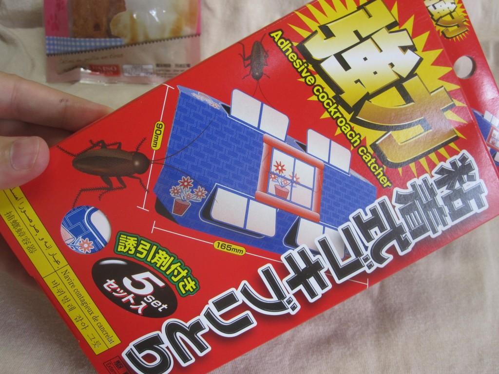 百円ショップDAISOの粘着式ゴキブリとり