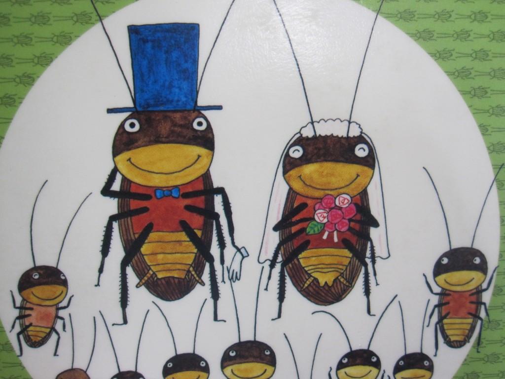 挙式を挙げるゴキブリのカップル夫婦