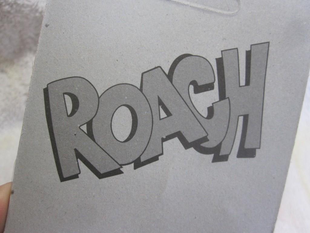 パッケージ裏の印字ROACH!