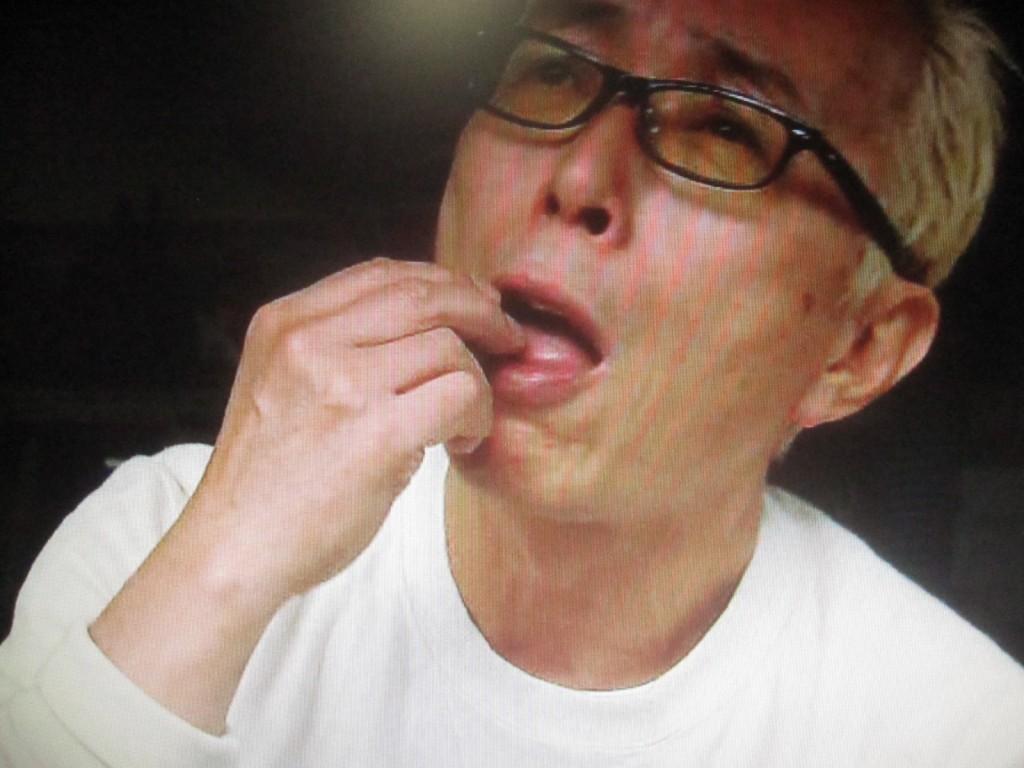 虫を食べる大御所芸能人の食事風景がシュール