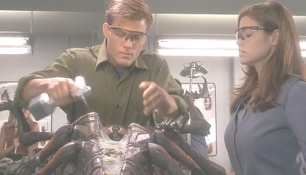 エイリアン?巨大昆虫?の解剖授業ワンシーン