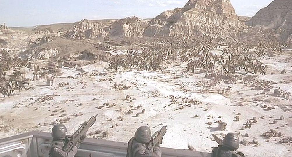 人類・兵士が立てこもる要塞の基地にバグの大群があ!