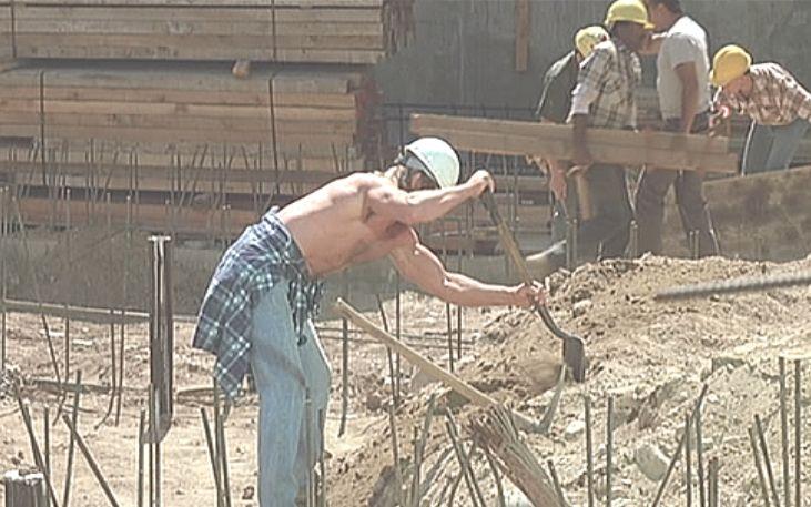 主人公ナダは土木工事の仕事になんとかありつく