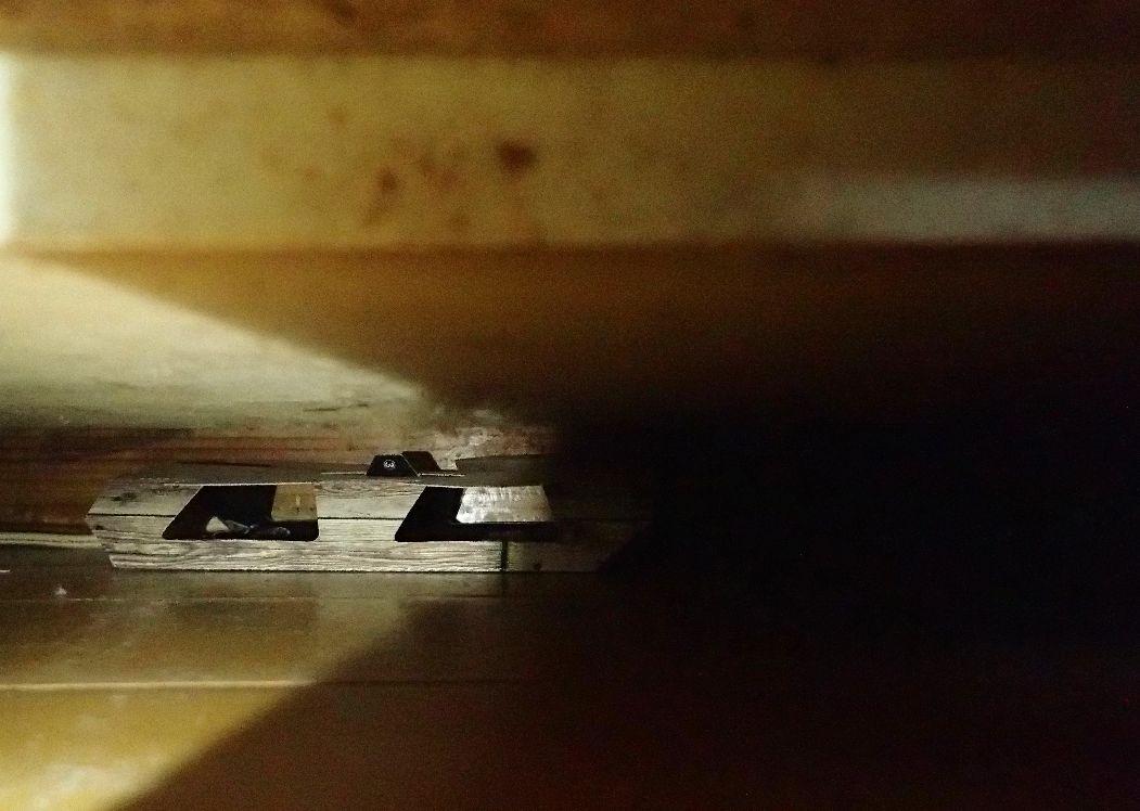 棚や机の下に設置し忘れて長い年月が経ってしまったゴキブリ捕獲器