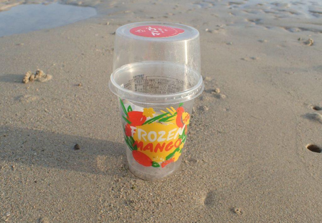 アイスクリームが入っていた空のカップ?
