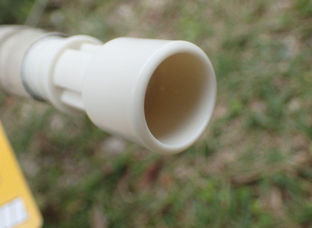 エアコン排水ホースに防虫キャップを取り付ける